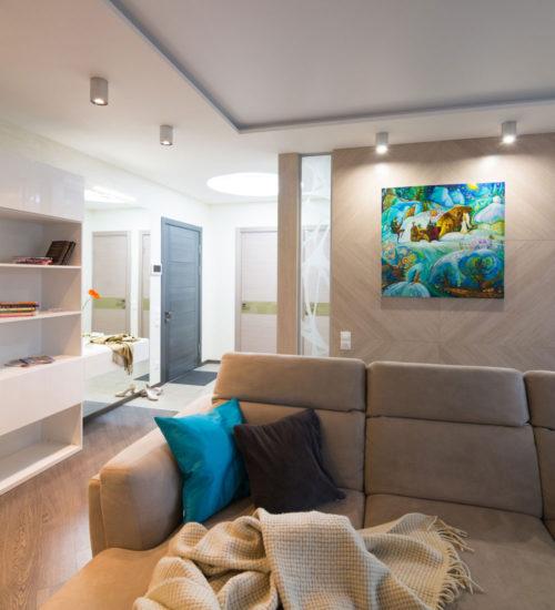 Прихожая холл коридор зеркало консоль шкаф стеклянная перегородка керамическая плитка паркет ламинат декор современный дизайн интерьер квартиры минимализм фьюжн